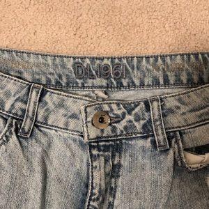 DL1961 Jeans - Distressed boyfriend jean